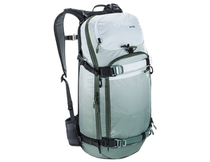 evoc FR Pro 20L ski backpack with back protector 001